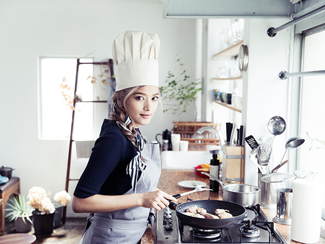Japanese Celebrities Who Love to Cook